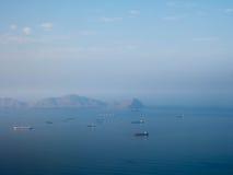 Naves en la bahía de Lima en Perú Foto de archivo