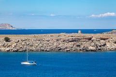 Naves en la laguna azul mediterránea Fotografía de archivo