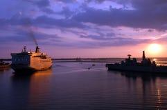 Naves en la puesta del sol Imagen de archivo libre de regalías