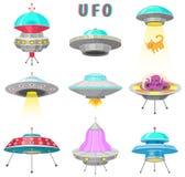 Naves espaciales extranjeras, sistema de objeto de vuelo no identificado del UFO, cohetes fantásticos, naves espaciales cósmicas  stock de ilustración