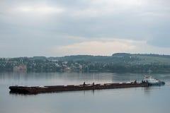 Naves hermosas en el río Foto de archivo