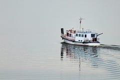 Naves hermosas en el río Imagen de archivo libre de regalías