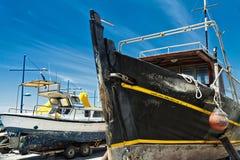 Naves viejas en la playa Imagen de archivo libre de regalías