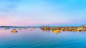 Naves y barcos en el puerto deportivo de Provincetown durante la puesta del sol Provincetown, mA Imagen de archivo