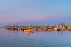Naves y barcos en el puerto deportivo de Provincetown durante la puesta del sol Provincetown, mA Fotografía de archivo