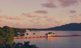 Naves y barcos en las Seychelles tropicales Imágenes de archivo libres de regalías