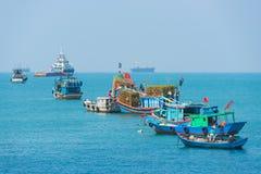 Naves y barcos en Vungtau, Vietnam Imagenes de archivo