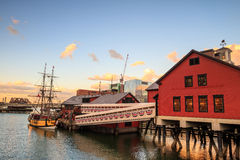 Naves y museo de la fiesta del té en Boston fotos de archivo