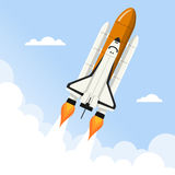Navette spatiale volant au-dessus des nuages Photo stock