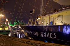 Navi alte del porto di notte Fotografia Stock