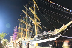 Navi alte illuminate al porto di notte Fotografia Stock Libera da Diritti
