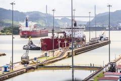 Navi che entrano nel canale di Panama Fotografia Stock Libera da Diritti
