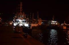 Navi che riposano ad un porto nella notte Fotografie Stock Libere da Diritti