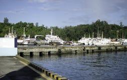Navi che riposano al porto o al porto Immagini Stock