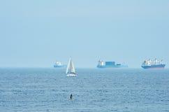 Navi da carico nel mare Fotografia Stock Libera da Diritti