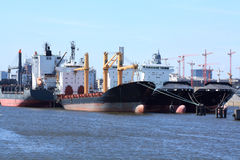 Navi da carico in porto Immagine Stock Libera da Diritti