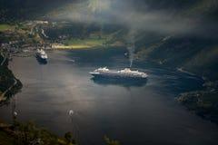 Navi da crociera in acque del fiordo, Norvegia, Europa Fotografia Stock Libera da Diritti