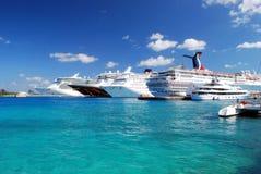 Navi da crociera in Bahamas Immagini Stock