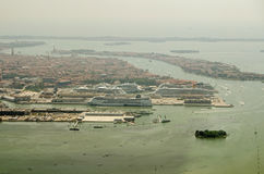 Navi da crociera messe in bacino a Venezia, vista aerea Fotografie Stock Libere da Diritti
