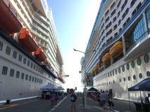 Navi da crociera in porto StMaartin Immagini Stock Libere da Diritti