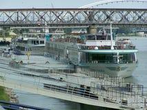 Navi da crociera sul fiume Danubio Fotografia Stock Libera da Diritti