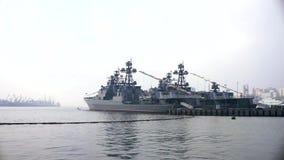 Navi da guerra nel porto stock footage