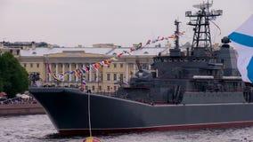 Navi della Marina Militare messe in bacino video d archivio