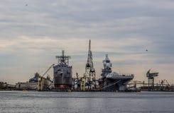 Navi di marina statunitense all'iarda della Norfolk nella Virginia fotografia stock libera da diritti