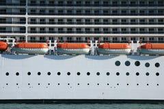 Navi di soccorso e cabine di una crociera Fotografie Stock Libere da Diritti