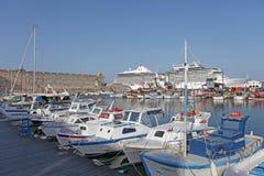 Navi e barche del porto di Rhodes Mandraki La Grecia Immagine Stock Libera da Diritti