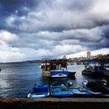 Navi e barche sul mare per pescare Immagine Stock Libera da Diritti