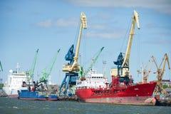 Navi nel porto di Klaipeda Fotografia Stock Libera da Diritti