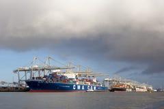 Navi porta-container nel porto di Rotterdam Fotografia Stock Libera da Diritti