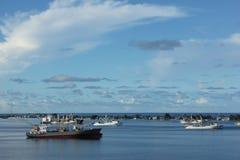 Navi porta-container nella laguna Fotografie Stock Libere da Diritti