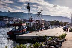 Navi sulla baia dei pescatori di Yalova Turchia Immagine Stock Libera da Diritti