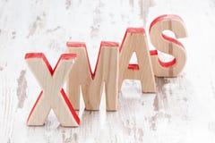 Navidad de madera decorativa de las letras en un fondo blanco Fotografía de archivo