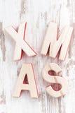 Navidad de madera decorativa de las letras en un fondo blanco Fotos de archivo libres de regalías