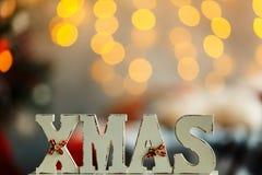 Navidad de madera de las letras en Años Nuevos interiores con las luces Imágenes de archivo libres de regalías