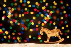 Navidad enciende las estrellas, árbol de navidad, decoración del vintage, caballo y Fotografía de archivo libre de regalías