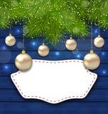 Navidad-Grußkarte mit goldenen Bällen und Tannenzweigen Stockbild