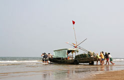 Navigação com o barco de bambu em Vietname Fotografia de Stock Royalty Free