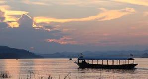 Navigação do barco em Mekong River Fotografia de Stock Royalty Free