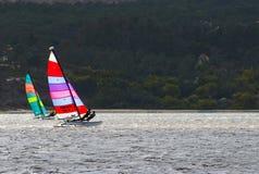 Navigação do catamarã fotografia de stock
