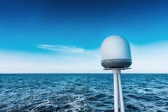 Navigação do catamarã do iate da navigação no mar Sailboat sailing imagem de stock
