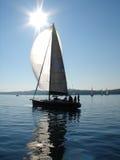 Navigação do iate no mar calmo Imagem de Stock Royalty Free