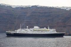 Navigação do navio de cruzeiros do porto Fotografia de Stock Royalty Free