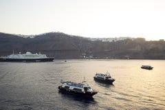 Navigação do navio de cruzeiros do porto O barco do vapor do turista do passageiro no mar, Grécia Imagens de Stock