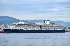Navigação do navio de Holland America Line Noordam Cruise fora de Vancôver, Columbia Britânica fotografia de stock royalty free