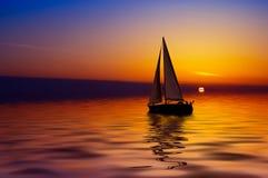 Navigação e por do sol fotografia de stock