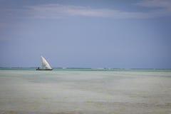 Navigação em um dhoa no mar Imagens de Stock